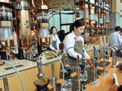 スタバ、「1杯1200円」の高級店、中目黒にオープン