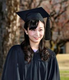 佳子さまが笑顔でICU卒業 「充実した学生生活に感謝」