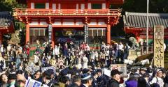 ヘイトスピーチ団体がデモ 反対派と衝突し、京都の観光地騒然