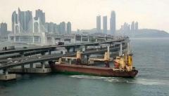 露の貨物船が韓国の大橋に衝突 泥酔の船長「事故後に飲酒」