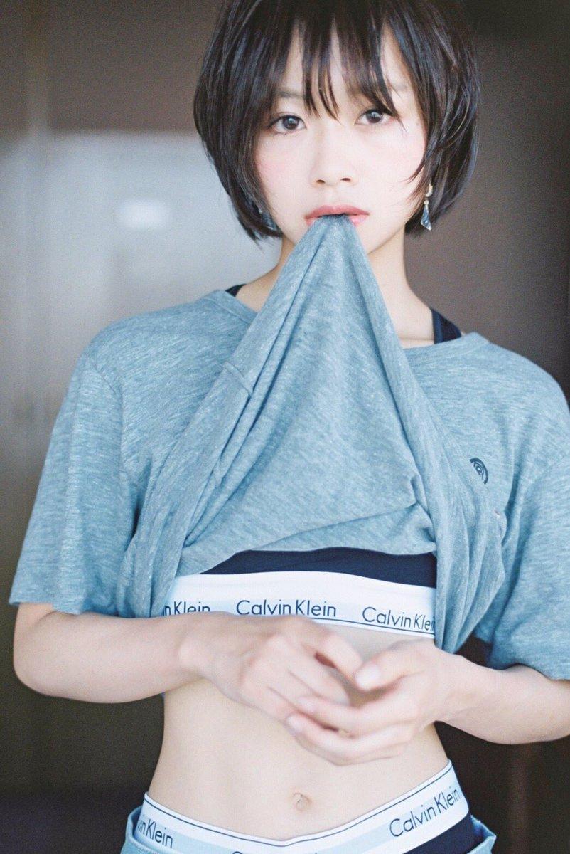 青山学院大学のミスコンに出てる荒谷柚風さん(20)がシャツをめくって下着の写真を投稿