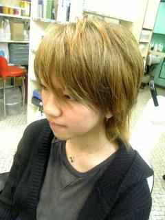 前々から、金髪hydeにしたい!!って言っていた、Madiちゃんがご来店。 今日はMOON CHILDの写真集を持ってきてくれました。