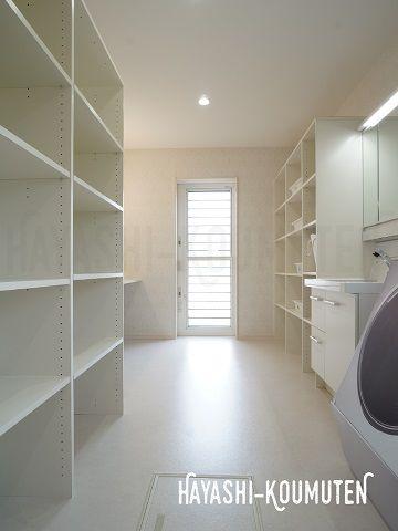 2018051603室内干しも出来る広い洗面所