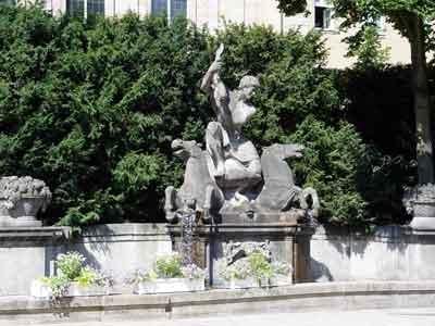 オペラハウス前の噴水 バイロイト散歩 : クラシックおっかけ日記 クラシックおっかけ日記 指揮者