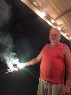 花火をするジョン