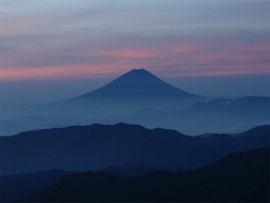 2010年8月16日_夜明けの冨士山