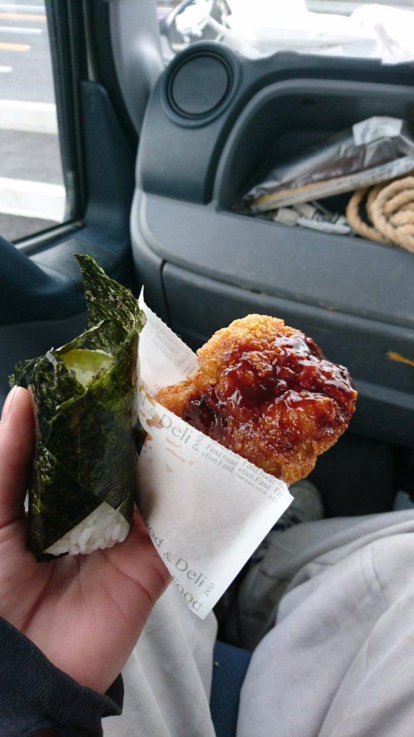 【画像】底辺のファミチキの食べ方wwww
