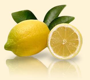 水にレモンを絞るだけのレモン水。美肌効果だけでなく ...