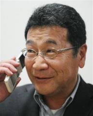 福島県大熊町議選で再選を果たし、祝福の電話を受ける加藤良一氏.jpg