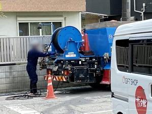 側溝の洗浄作業