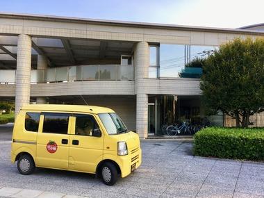 パワースポット的黄色い車IMG_4170