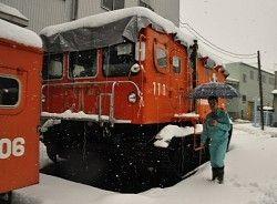 南極で活躍した観測用雪上車「SM100S」=新潟県長岡市城岡の大原鉄工所で