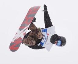 スノーボードの全日本選手権男子ハーフパイプで優勝した片山来夢=ニセコ花園