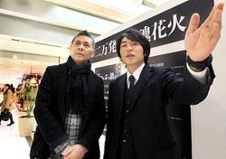 仙台駅ビルの専門店街を訪れPR活動をする糸井重里氏(左)と平団長