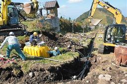 中の原エリアで進む人工降雪機の埋設工事