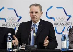 7月4日、国際オリンピック委員会(IOC)が2020年夏季五輪で採用する1競技の候補に、水上スキーのウエークボードや空手など8競技を選んだことが明らかに。写真はIOCのロゲ会長(2011年 ロイター/Rogan Ward)