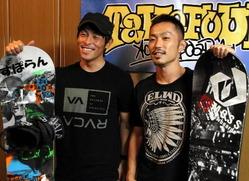 今季からプロスノーボーダーとして活動する山田選手(左)と松林選手