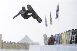 1月24日、スノーボード男子ハーフパイプで冬季五輪の過去2大会を連覇したショーン・ホワイトは、ソチ五輪でハーフパイプとスロープスタイルの2種目に挑戦する。コロラド州ブレッケンリッジで8日撮影(2014年 ロイター/Mark Leffingwell-USA TODAY Sports)