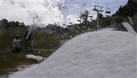 造雪作業が始まった井川スキー場腕山=三好市