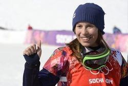 ソチ冬季五輪、女子スノーボードクロス。金メダルを獲得して喜ぶエバ・サムコバー(2014年2月16日撮影)。