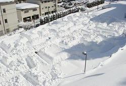 宇奈月国際会館セレネ駐車場でつくられている雪の巨大迷路