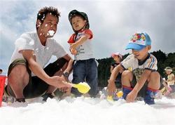 時ならぬ雪遊びを堪能 神戸