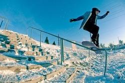 ストリートスノーボードのイメージ写真(Rider:Alex Andrews Photo:L'HEUREUX)