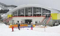 大鰐温泉スキー場では、スキーヤーらが今シーズン最後の滑りを楽しんだ