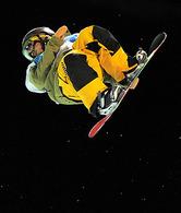 【スノーボード男子ハーフパイプ】決勝でエアを決める国母=サイプレスマウンテンで2010年2月17日、手塚耕一郎撮影