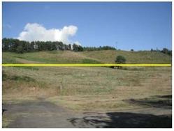 「井川町赤沢山太陽光発電所(仮称)」の建設予定地(黄色い線よりも手前)。出典:juwi自然電力