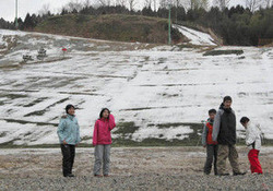 雪がほとんど解けてしまった七尾コロサスキー場