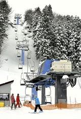 奥州市が民間移譲の方針を決めた「ひめかゆスキー場」(16日、奥州市胆沢区で)