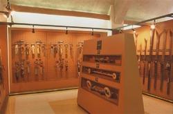 スキー博物館の館内にはさまざまなスキーやウエアなどが収蔵されており、日本のスキー史をたどることができる(野沢温泉提供)