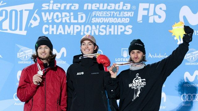 men_hp_podium