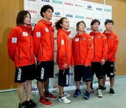 スノーボード・ハーフパイプの強化指定選手。(左から)岡田、子出藤、佐藤、平野、青野、平岡