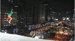 スノボ大会に1万人熱狂、光化門で「スノージャム」