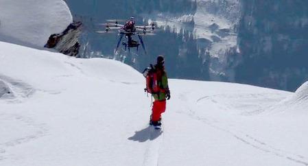 HEXOがスノーボードを追跡している様子
