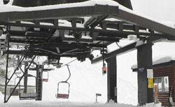 パウダースノーに覆われ、準備が進む「中山峠スキー場」