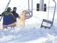 山ノ内町のスキー場の転落事故で実況見分