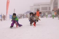 家族対抗!雪上運動会