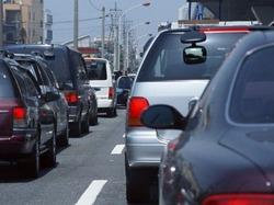 """""""ガス欠""""は意外と多い救援依頼のひとつ。大規模な渋滞が予想される年末年始は燃料の残量をチェックし、早めの給油を心がけよう"""