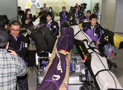 冬季デフリンピックが中止になり、帰国した日本選手団=18日午前9時16分、成田空港、竹谷俊之撮影