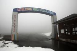 廃止される見通しとなった美川スキー場=27日午後、久万高原町日野浦