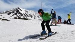 名残の雪、かみしめ滑走 大雪山系の旭岳スキー場