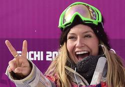 ソチ冬季五輪、スノーボード女子スロープスタイル決勝。金メダルを獲得して喜ぶジェイミー・アンダーソン(Jamie Anderson、2014年2月9日撮影)。(c)AFP=時事/AFPBB News