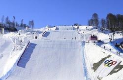露ソチ冬季五輪でスノーボードとフリースタイルスキーの会場となる山間部ローザクトールのコース(2014年2月4日撮影)。
