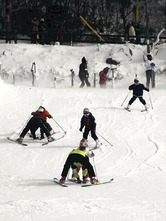 初滑りを楽しむ人でにぎわった御在所スキー場