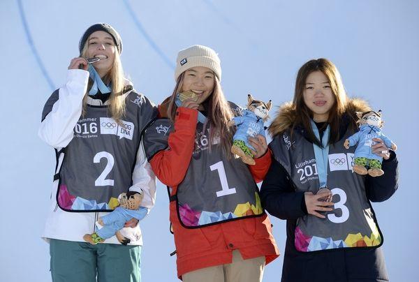 women_podium
