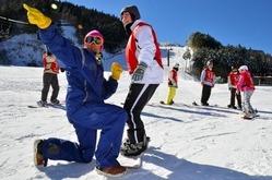スキー・スノーボードの授業を受ける小田高生