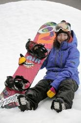 スノーボード「スロープスタイル」のワールドカップに出場する加藤彩也香=佐賀市富士町の天山スキー場